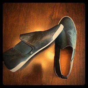 Frye Black Melanie Chelsea Slip On Sneaker